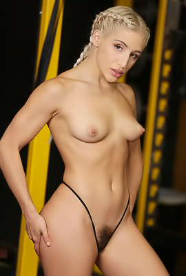 Abella Danger Gives Good Deepthroat