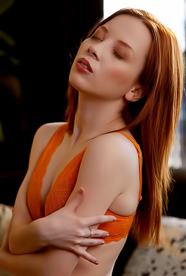 Redhead Babe Lottie Magne